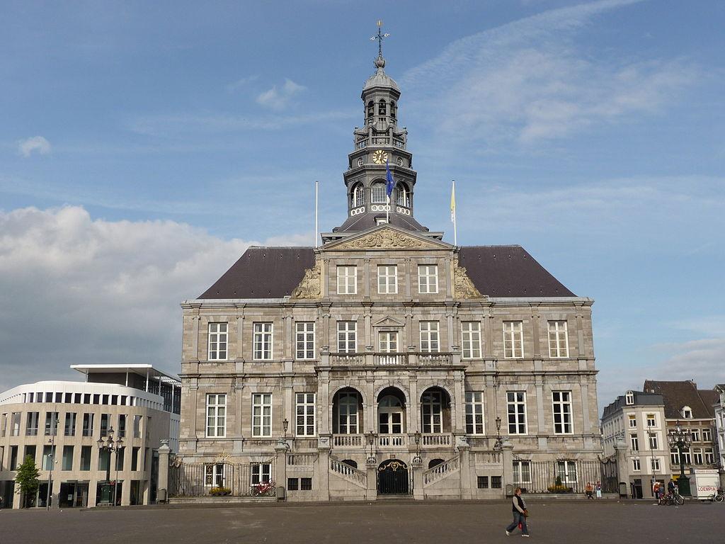 Het Stadhuis op de Markt