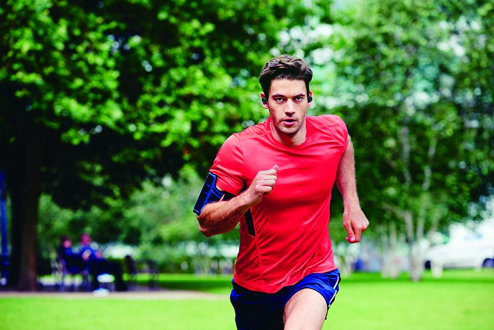 jabra_elite_sport_male_running