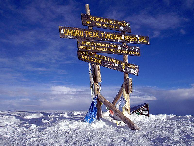 800px-Uhuru_Peak_Mt._Kilimanjaro_2